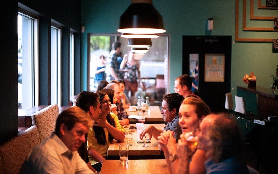 DIALOGUE 1: au restaurant