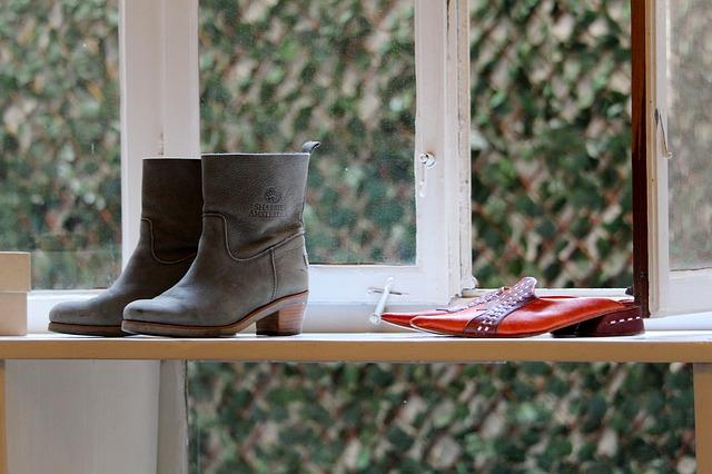 DIALOGUE 3 : acheter des chaussures